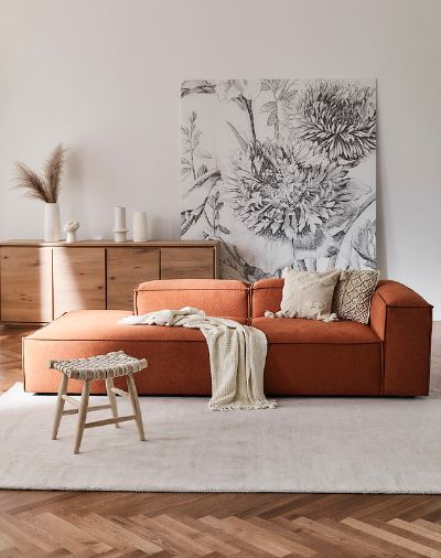 obývací pokoj se sedací soupravou v terakotě